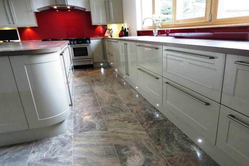 Heavily veined travertine in a kitchen