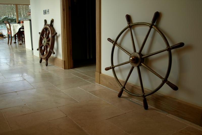 Cream limestone in a hallway