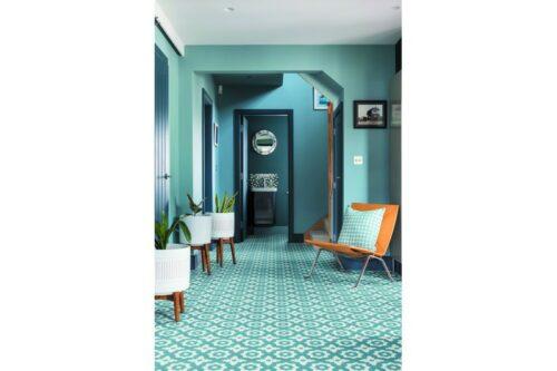 Blue floral decor tile in hallway