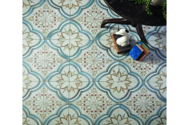 petal etched tile in situ