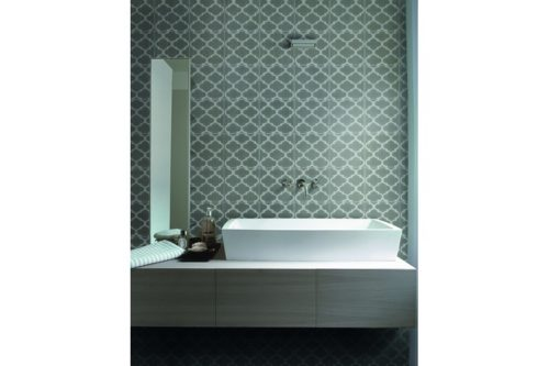 Trellis style grey and white tile in bathroom