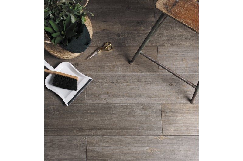 wood effect porcelain floor tiles with chair on top