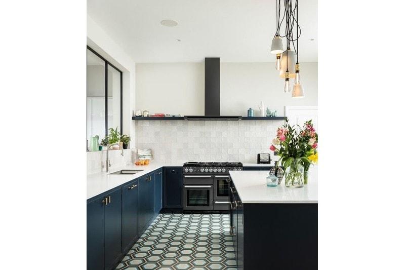 retro blue tile in kitchen